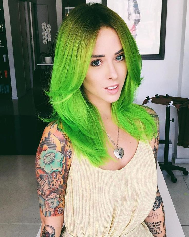 This babe Alysha Nett is a green QUEEN!  Color by one of our faves @jesstheebesttcolor / cut by @cleencuts at @sallyhershbergerla using Pravana NEONS. | #neonhair