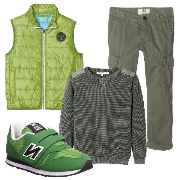 I pantaloni verde militare in cotone hanno la gamba comoda e due tasconi ai lati. Li abbiniamo al maglione in cotone verde militare con trama a vista e impunture tono su tono e al gilet leggermente imbottito verde acido. Per finire scarpe sportive verdi con chiusura a strappo.