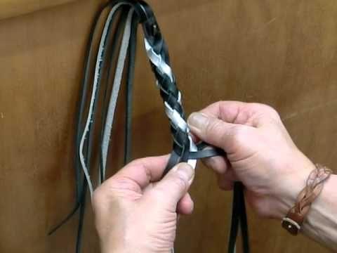 【ウォレットロープの作り方♪①】033:『革紐をナスカン金具に絡める』 - YouTube