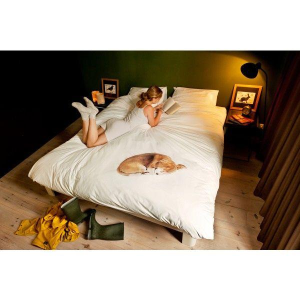 Zijn zachte adem in de nacht. Kleine piepjes als hij over zijn tennisbal droomt. De #hond die opgekruld op het Bob #dekbedovertrek van #Snurk ligt, is levensecht. Maar verhaart niet. Likt je 's ochtends niet wakker. En begraaft nooit een botje onder je kussen. Het Bob dekbedovertrek is een aaibaar dekbedovertrek voor in de #kinderkamer of de #slaapkamer #Flindersdesign #interieur #wonen #modern #design