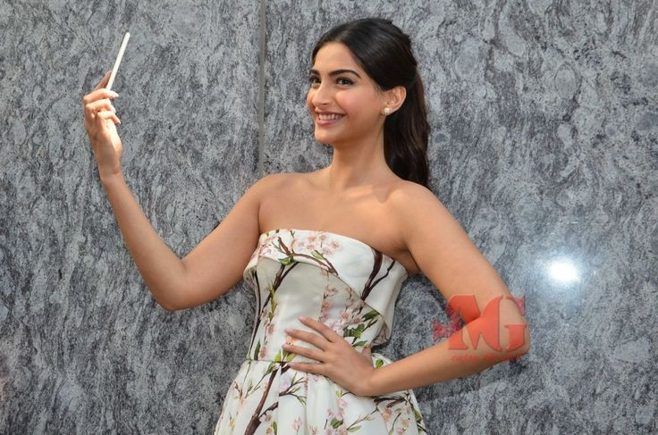 Movieglanz – Actress Sonam Kapoor launches her own app