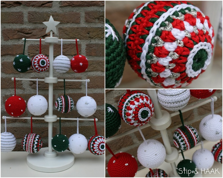 I love this little display stand... need to hire my dad to make me one or two. Stip & HAAK: Kreadoe en nog meer kerstballen