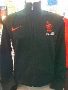 jual jaket belanda hitam, jaket untuk cowok warna hitam untuk pemesanan silakan sms di 085645452236 kami jual jaket bola murah dan lengkap
