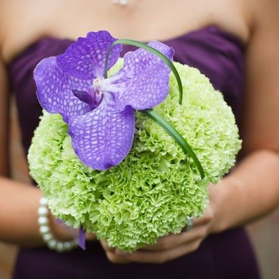 ♡ Purple #wedding #Bouquet ... For wedding ideas, plus how to organise an entire wedding, within any budget ... https://itunes.apple.com/us/app/the-gold-wedding-planner/id498112599?ls=1=8 ♥ THE GOLD WEDDING PLANNER iPhone App ♥  For more wedding inspiration http://pinterest.com/groomsandbrides/boards/ photo pinned with love & light, to help you plan your wedding easily ♡