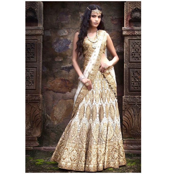 We are now taking bookings for this stunning 2016 bridal lengha! The Lengha has zardozi embroidary and sequin loading. We are in love with this regal ivory and gold lengha and cannot wait for all our brides to fall in love with it as well! Looking to design your own custom outfit? Email us for a consultation at sales@wellgroomed.ca