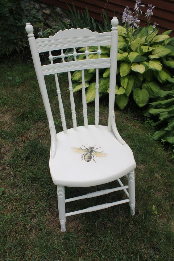 The Beeu0027s Reverie ≗ Antique Chalk Paint Chair With Honey Bee Seat