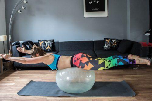 Fitnessgeräte für Zuhause - Trainingsgeräte für Bauch Beine Po. Die Nike Leggins gibt es hier: http://go.nike.com/betruetights
