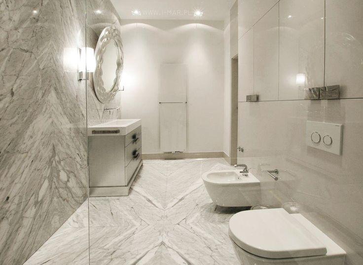Piękna kamienna łazienka wykonana z szarego marmuru Statuarietto Venato, a blaty łazienkowe z konglomeratu kwarcowego @technistone Crystal Absolute White. @imarpolska. Beautiful stone bathroom made of grey marble #StatuariettoVenato & worktop made of #Technistone's quartz congl. #CrystalAbsoluteWhite.