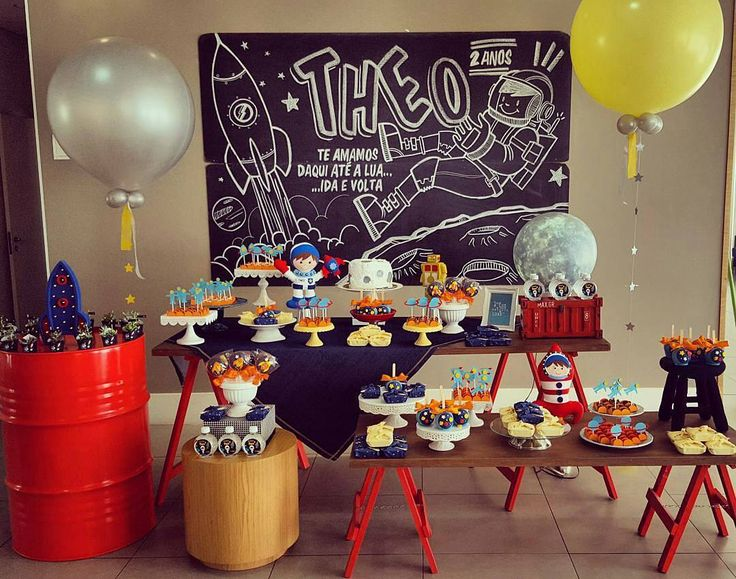 Best 25 astronaut party ideas on pinterest space party for Decorations for outer space party