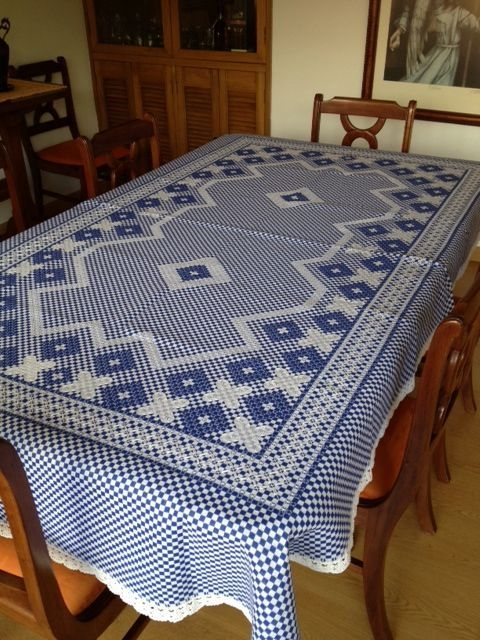 .Toalha de mesa em bordado xadrez
