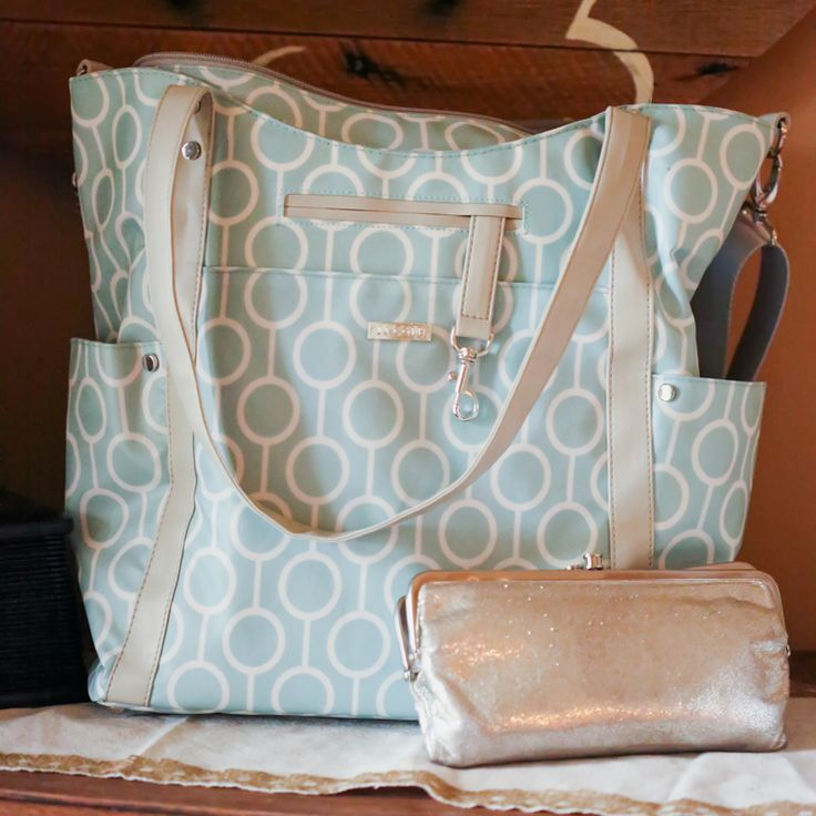 Fashion Meets Function Finally! Why We Love Our JJ Cole Diaper Bag posted on A I was so thrilled to try out the JJ Cole®Aqua Radian Bucket Tote Diaper Bags, part of their new spring 2016 diaper bag collection! Fashion & Function!