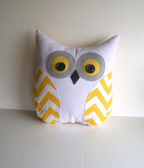 Owl pillow - this inspired me, so I made one very similar as a Christmas gift for my brother-in-law - SO CUTE !!!