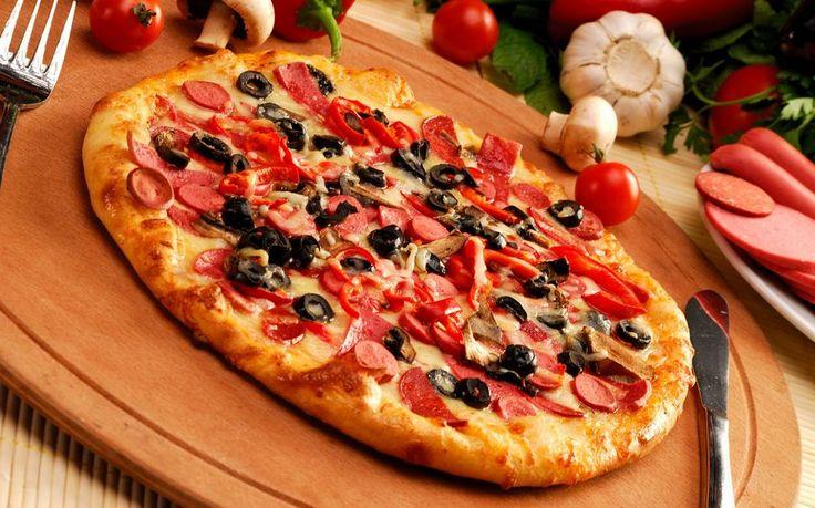 Most kezdted el a fogyókúrát és valami ízcsiklandozó falatra vágysz, mondjuk egy finom pizzára? Nem szeretnél a fogyókúrás diéta alatt lemondani a megszokott ízekről? Nem is kell! Az egészséges életmód, az életmód váltás nem egyenlő az íztelen táplálkozással. Változtatni