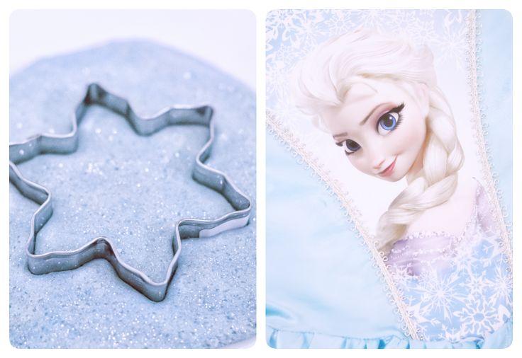 Päätin tänään yllättää lapset tekemällä itse Frozen-muovailuvahaa.   Yllätyin itsekin, miten ihanaa tästä tuli!   Juuri Frozenin sinistä...