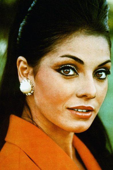 Ieda Maria Vargas, primeira brasileira a ser coroada miss Universo. O evento foi realizado no dia 20 de julho de 1963 em Miami Beach na Flórida (EUA). Imagem: Capa da revista brasileira Manchete.