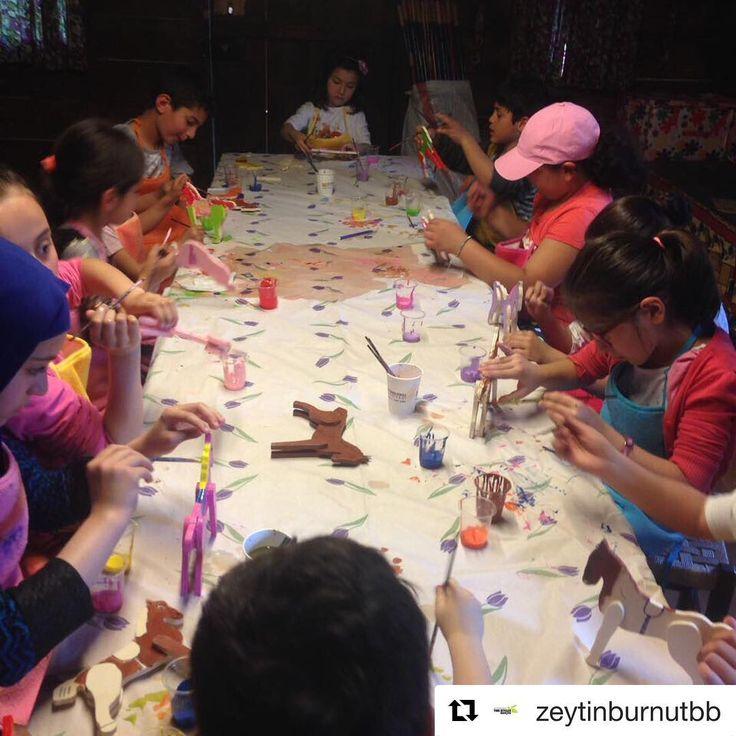 #Repost @zeytinburnutbb (@get_repost) ・・・ 18.Merkezefendi Geleneksel Tıp Festivali kapsamında Zeytinburnu Tıbbi Bitkiler Bahçesinde çocuk eğitimleri Oyuncak At atölyesi ile devam ediyor. #ztbb#atölye#eğitim#çocukatölyesi#oyuncakat #gelenekseltıpfestivali http://turkrazzi.com/ipost/1518956575401124773/?code=BUUavUiByOl