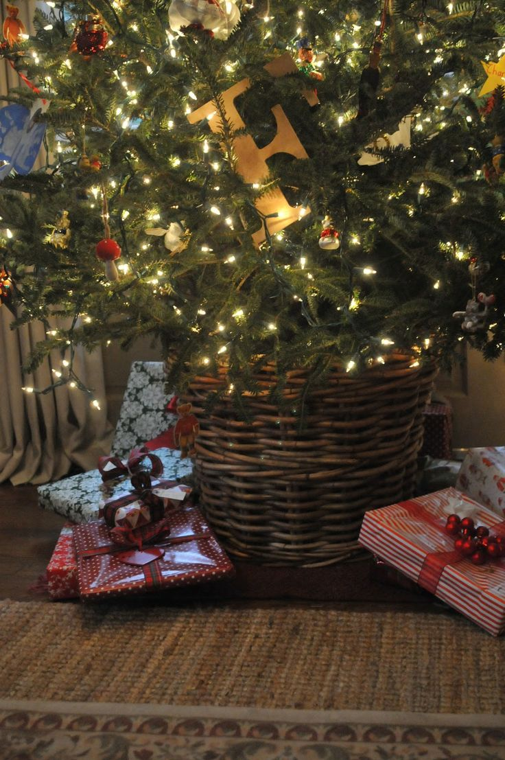 NINE + SIXTEEN: Putting a Fresh Christmas Tree in a Basket
