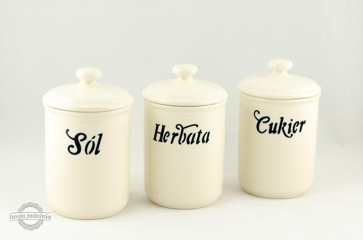 """Zrób porządki w swojej kuchni i jadalni z pojemnikami z kolekcji """"Petit Blanc"""". Możesz zamówić pojemnik z własnym napisem na stronie www.twojajadalnia.pl."""