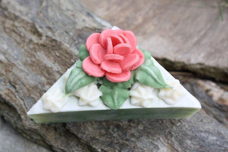 Čajová růže #MircinaMydla #ruze #mydlo
