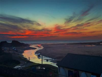 RENT AN DETACHED HOUSE NEXT TO SUMMERLEAZE BEACH IN £ 63 PER NIGHT: SPACIOUS DETACHED HOUSE 5 MINUTE WALK TO BUDE TOWN CENTRE