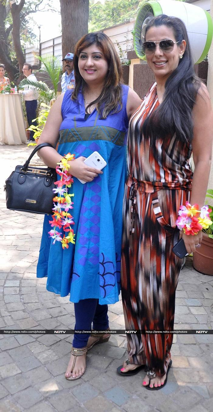 Pooja Bedi posed with actress Juhi Parmar at the brunch party