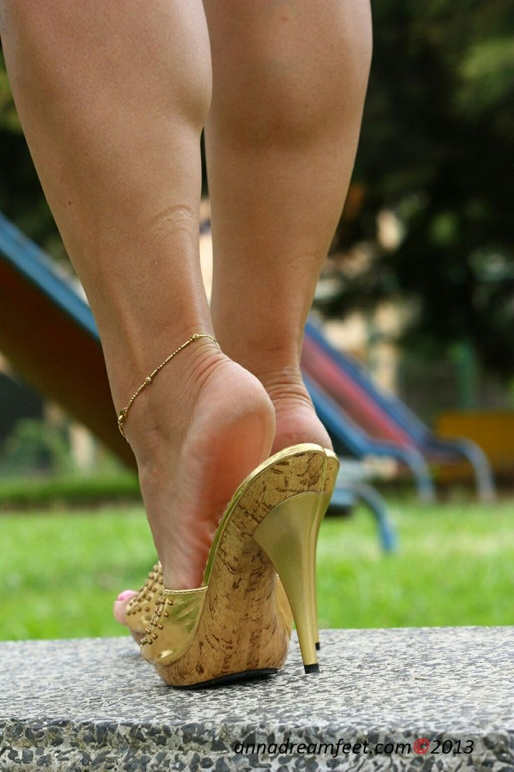 sexy feet in clogs