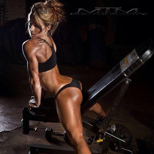 Упражнения на растяжку. Берите на вооружение.  1. Разогрев: сделать 3 подхода по 20 приседаний с минимальным отдыхом там чтобы мышцы ног немного разогрелись. 2. Вытягивать поочередно ногу вперед и тянуть носок на себя чтобы немного потянуть коленные суставы и мышцы за коленом. 3. Покрутить подъем стопы в одну и другую стороны по 20 раз. 4. Сделать вращение колен (ноги вместе) влево и право по 20-30 раз. 5. Медленное вращение тазобедренным суставом влево и вправо по 10-15 раз. 6. Поставить…