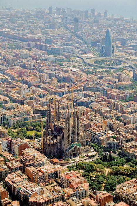 De Sagrada Família is één van de iconen van Barcelona http://bezoekbarcelona.blogspot.com/2010/12/sagrada-familia-van-1882-tot-nu.html