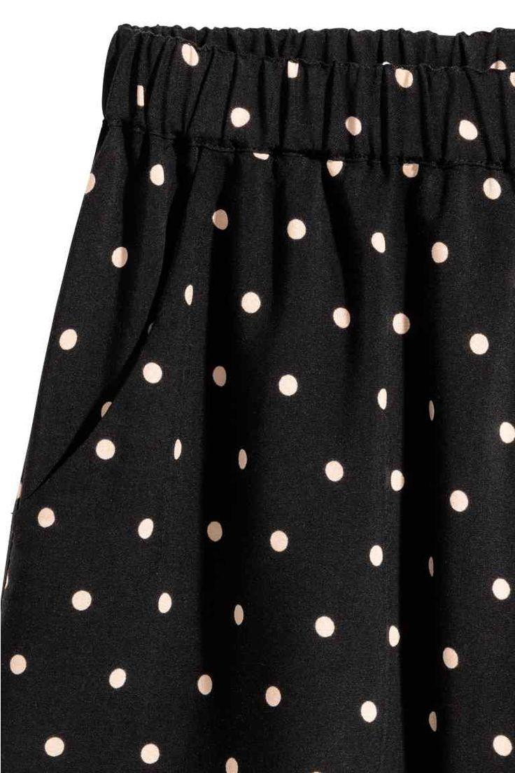 Pantaloni scurți cu motive - Negru/cu picăţele - FEMEI | H&M RO