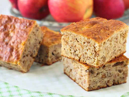 En cuisine pour l'anniversaire de ma grande puce! Cake aux pommes et à la cannelle : Recette de Cake aux pommes et à la cannelle - Marmiton