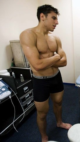 Hey Looch! If hockey doesn't workout for you can can model those underwear or something. :)    Looks so young in this picture <3 lucic