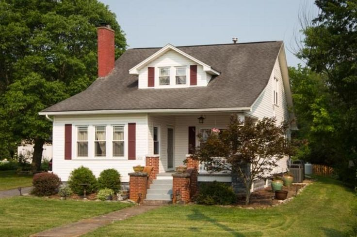 Charming cape cod near Purcell Park, JMU and downtown with huge yard! www.harrisonburghomes.com