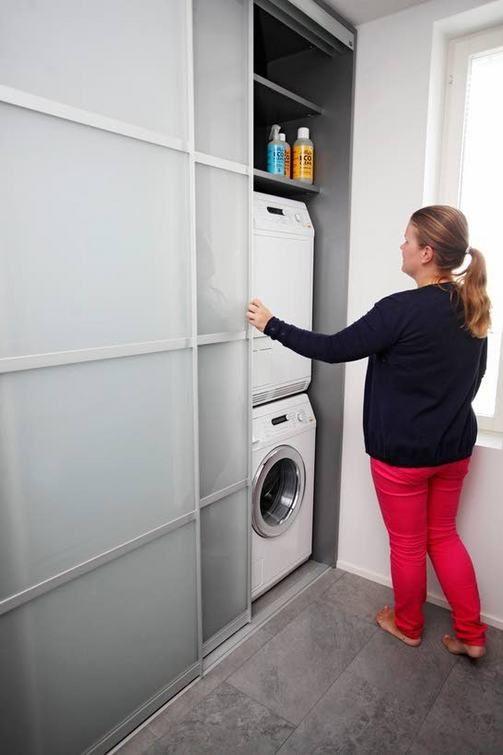 KOHDE 26 Pyykinpesukone ja kuivausrumpu saadaan pois näkyvistä liukuovien taakse.