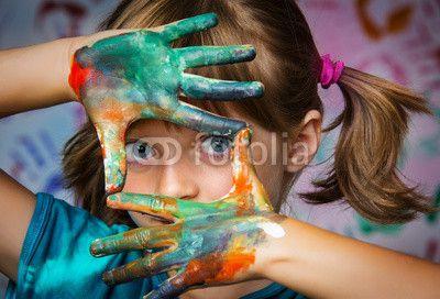 little girl and colors - portrait© Vera Kuttelvaserova