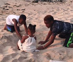 Bronny and Bryce being great big brothers and playing in the sand with little sister Zhuri! ❤️ So precious! 💕 #repost @ms_deidre #bigbrothers #hawaii #bronny #brycejames #lebronjr #zhurinova #zhurijames #lebron #lebronjames #cavs #cleveland #jamesgang