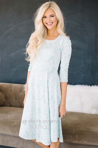 Elegant in Lace Dress in Mint