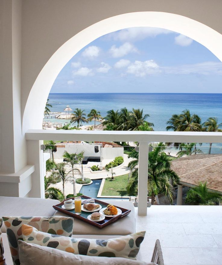 Whether you're pairing breakfast with views from your suite or looking for an elegant dinner out, Hyatt Ziva Rose Hall has something for everyone to enjoy. Take advantage of 24/7 room service or visit our many bars and restaurants while enjoying an all-inclusive escape to Jamaica. | Hyatt Ziva Rose Hall