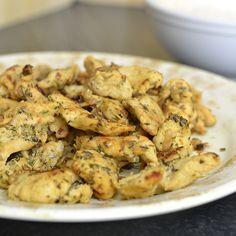 Deze homemade kipgyros is heerlijk op een beetje broodje met zelfgemaakte tzatziki of knoflooksaus. Dat maakt het ook nog eens een gezond gerecht!