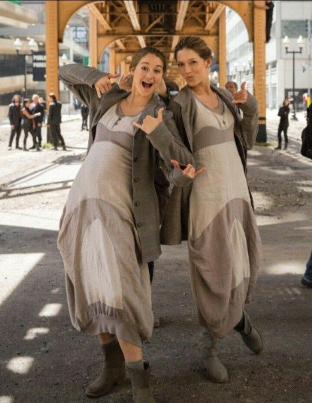 Shailene Woodley | 36 Actors Hanging Out With Their Body Doubles via Buzzfeed | Insurgent | Divergent Series