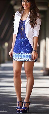Look // Camisa Azul Marinho de Renda // Saia Estampada Curta // Salto Azul Marinho // Blazer Branco // Colar Comprido Cruz // Pulseiras // Linda // ♥