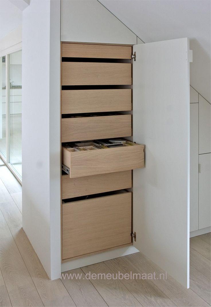 Closet / White & Wood