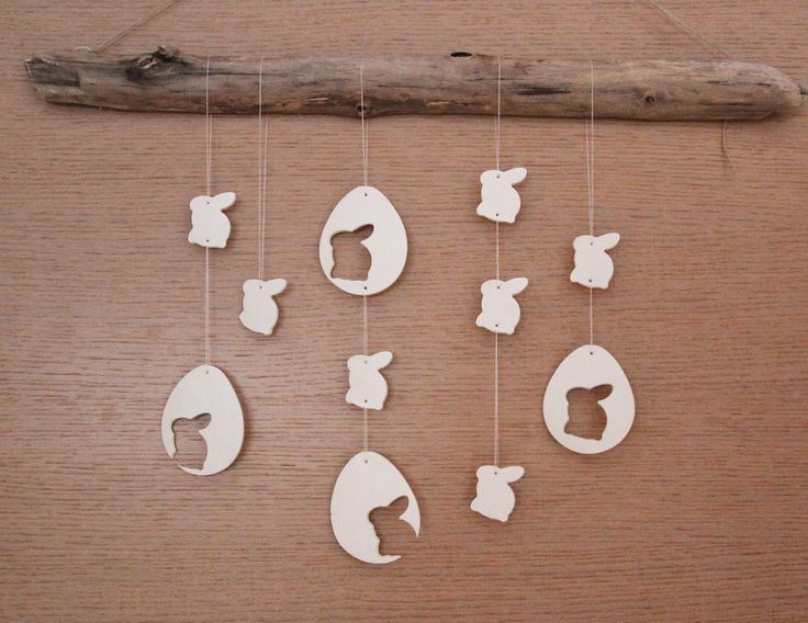 Weiße Osterdeko basteln mit Kindern: Osterhasen und Ostereier aus Fimo Air Light