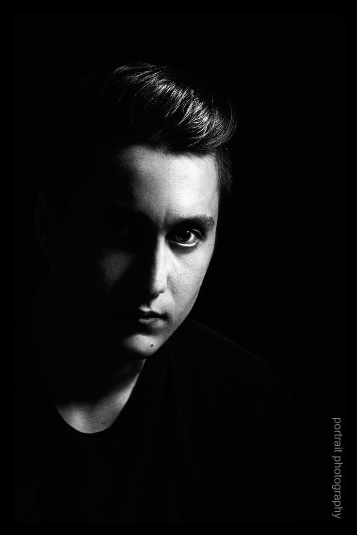 Portrait in black backround #blackbackround #blackandwhite #portrait