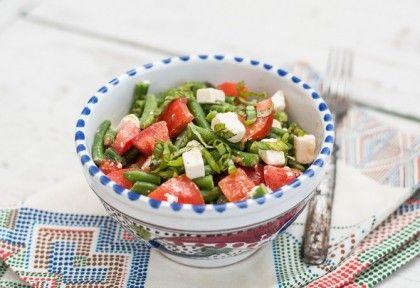 Zöldbab paradicsommal és fetával recept képpel. Hozzávalók és az elkészítés részletes leírása. A zöldbab paradicsommal és fetával elkészítési ideje: 8 perc