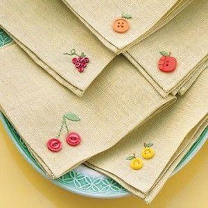 ARTESANATO COM QUIANE - Paps,Moldes,E.V.A,Feltro,Costuras,Fofuchas 3D: Dica para usar os botões! guardanapo decorado com tema frutinhas
