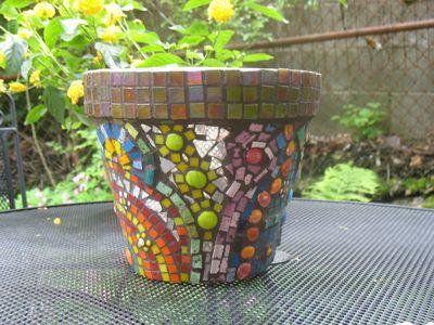 DIY Mosaic Flower PotMosaics Flower Pots, Mosaics Art, Crafts Ideas, Mosaic Flower Pots, Mosaics Design, Mosaics Pots Diy, Diy Mosaics, Stained Glasses, Diy Mosiac Flower Pots