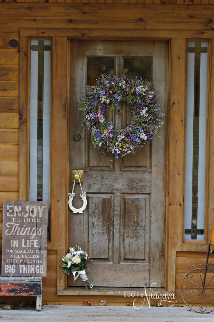 A horseshoe for luck for the newlyweds at The Little Log Wedding Chapel in Niagara