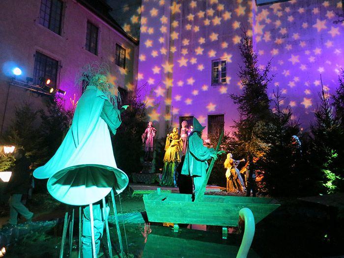 Altkirch à Alsace Rêveuse, enchantée et enthousiasmante … Un Noël fantasmagorique ! Privilégiez une visite en soirée pour pleinement l'apprécier… http://www.noelalsace.eu/altkirch.html
