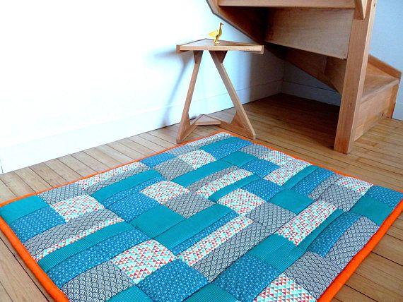 Tapis bébé ou enfant - interieur ou exterieur - imperméable - éveil - jeu - sur-mesure - bleu orange - patchwork de tissus coton - personnalisable