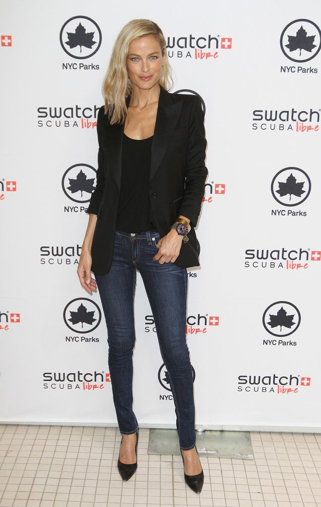 Carolyn Murphy. Simple and chic. Jeans, black jacket, black pointed heels.